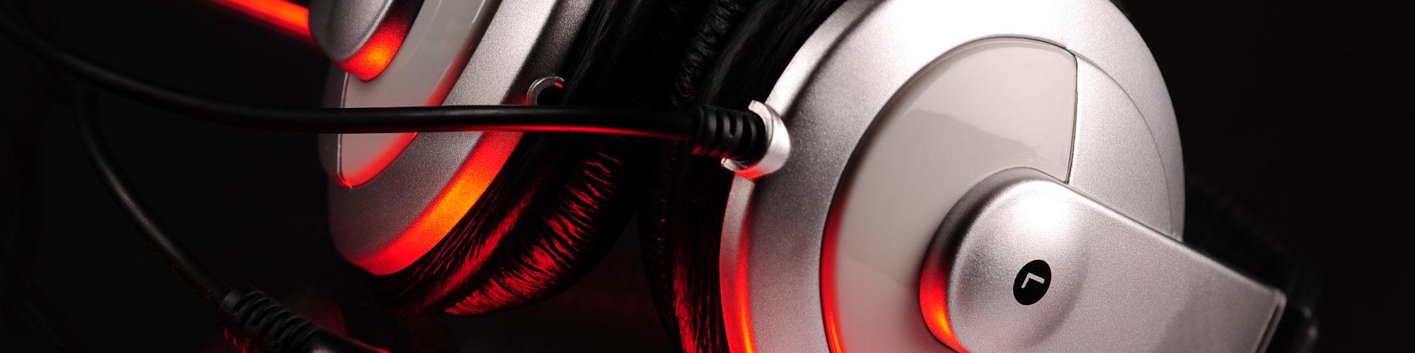 534470-headphones